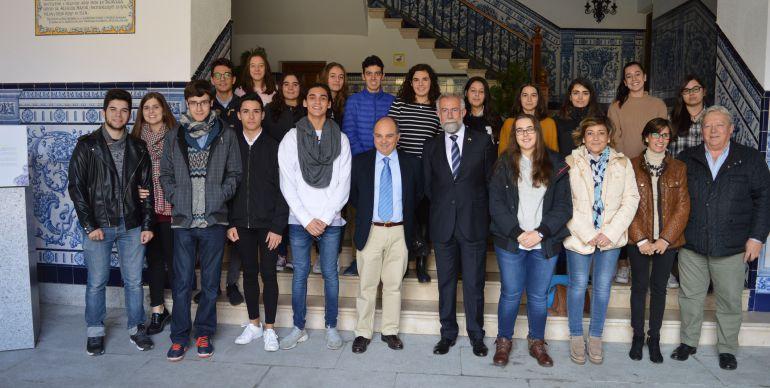 Ramos recibe a alumnos del IES Puerta de Cuartos por su ...