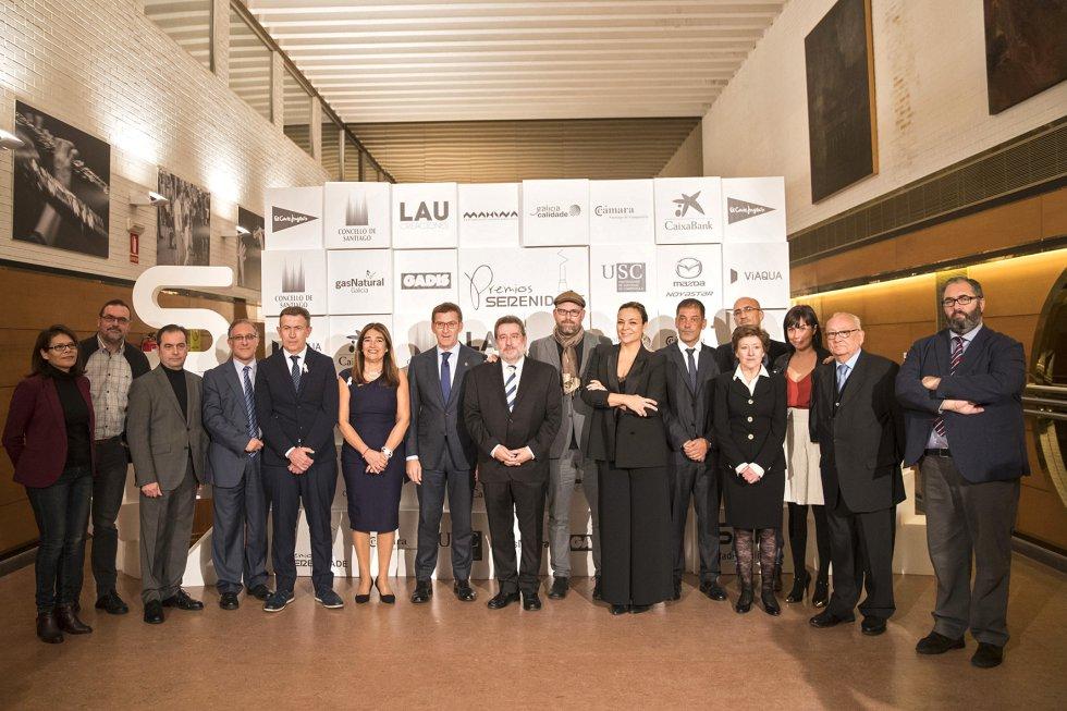 Los premiados en esta edición, con el Presidente Feijóo, el Alcalde Martiño Noriega, el Director de Radio Galicia, Jordi Jordà y el Director Nacional de la SER, Antonio H. Rodicio.