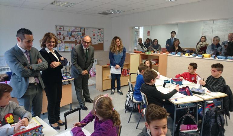 Van Grieken Visita La Ampliación Del Colegio Garcilaso De La Vega De Griñón Ser Madrid Sur Hora 14 Madrid Sur Cadena Ser
