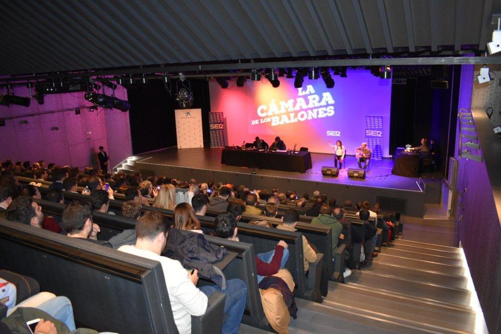 Aspecto del auditorio del caixaForum durante la gala de La Cámara de los Balones