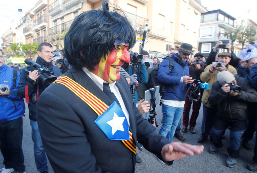 A reveller masked as former Catalonian President Carles Puigdemont looks on during the traditional Els Enfarinats (The Floured) festival in Ibi, Alicante Province, Spain December 28, 2016. REUTERS/Heino Kalis