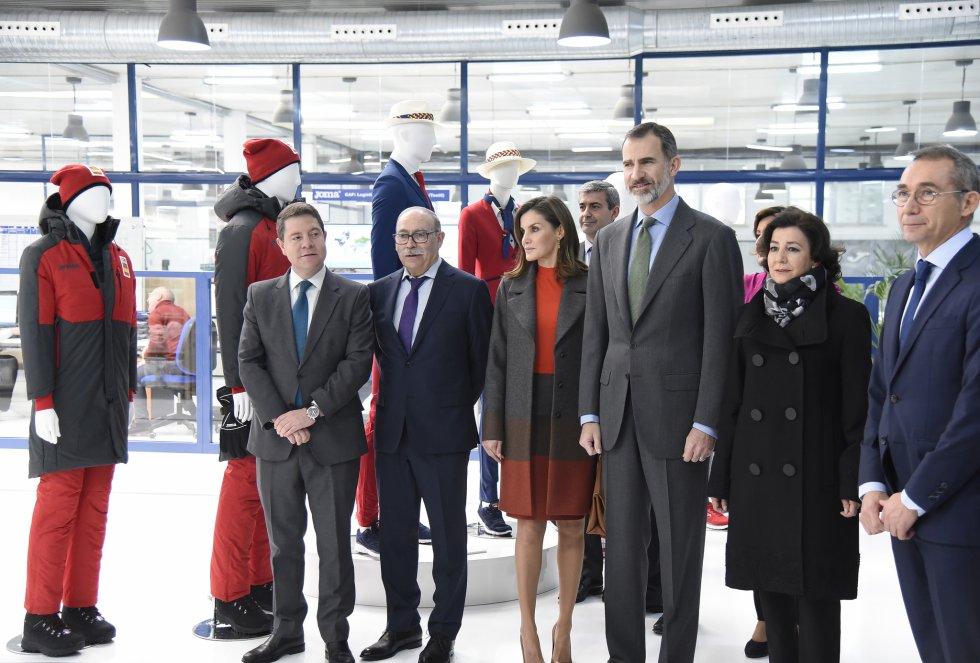 Los Reyes visitan la fábrica de Joma