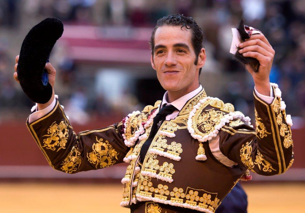 GRAF9333. SEVILLA, 08/04/2018.- El diestro Pepe Moral tras la lidia al segundo de su lote, durante la segunda corrida de abono de la Feria de Abril celebrada esta tarde en la plaza de toros de la Maestranza, en Sevilla. EFE/Raúl Caro