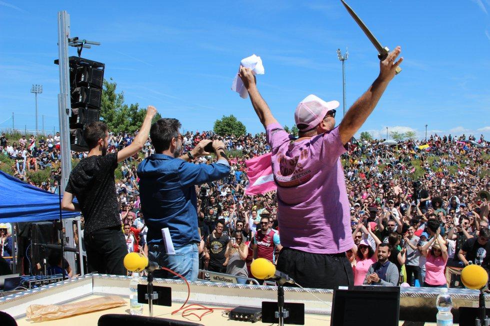Miles de personas se reunieron en Villanueva de la Torre para celebrar el primer aniversario de Moderdonia