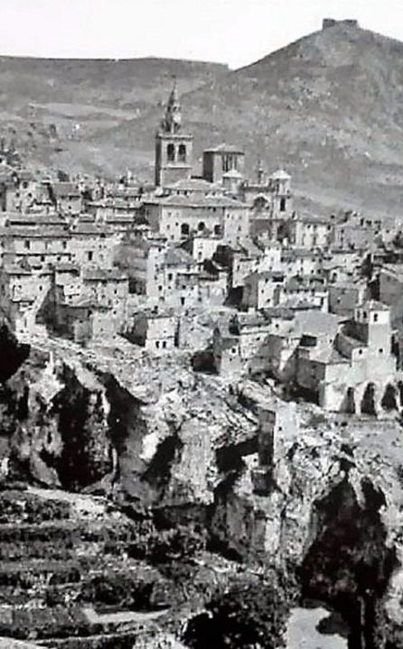 Vista de Cuenca con torre de la Catedral, hacia 1892.