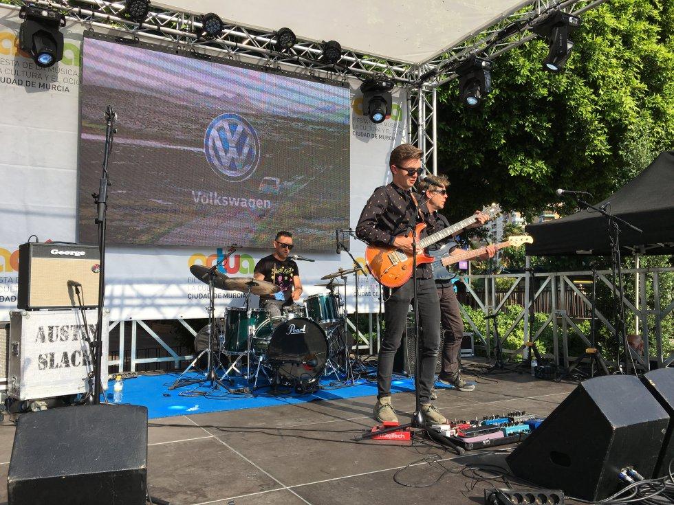 Momento de la actuación de Austin Slack en el escenario del 85 Aniversario de Radio Murcia