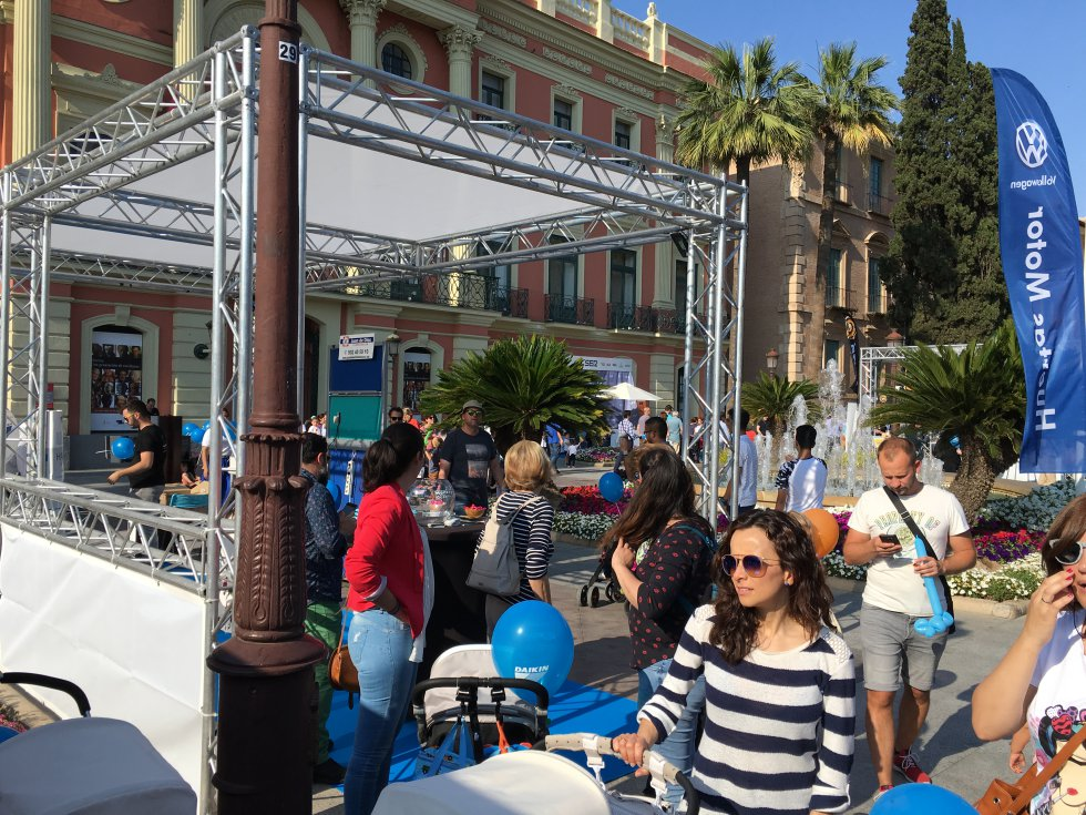 Numerosos stand acompañan los directos de Actúa Murcia 2018
