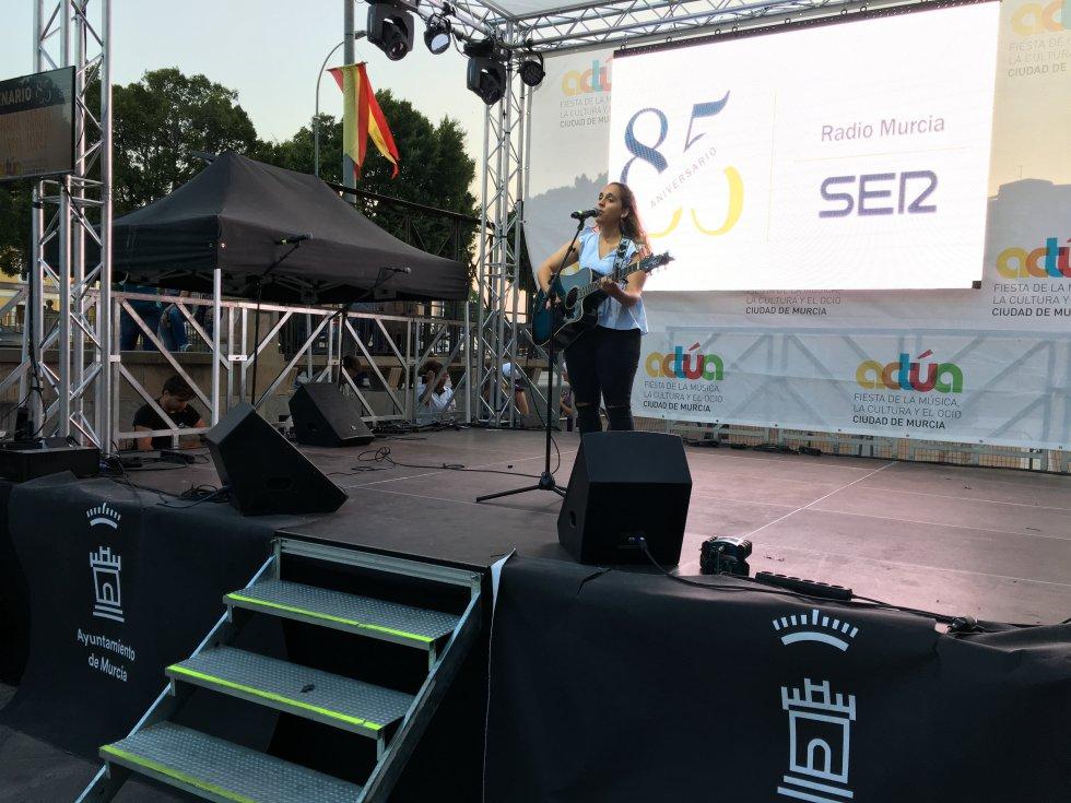 Inma López en un momento de su actuación