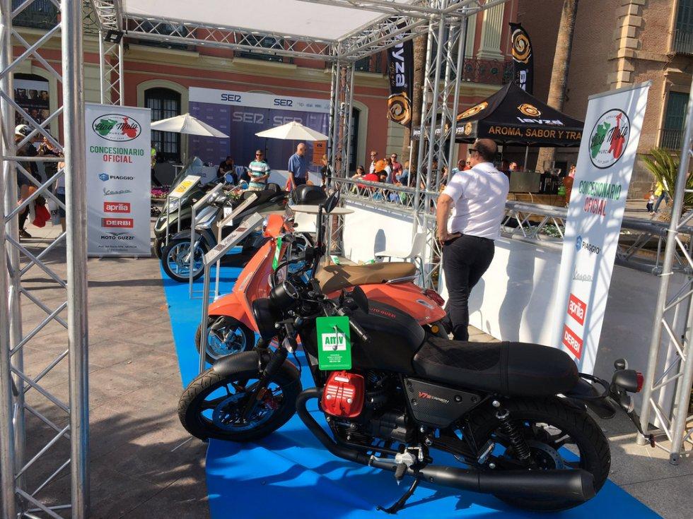 También sobre dos ruedas viajamos en Actúa con Ciao Moto.
