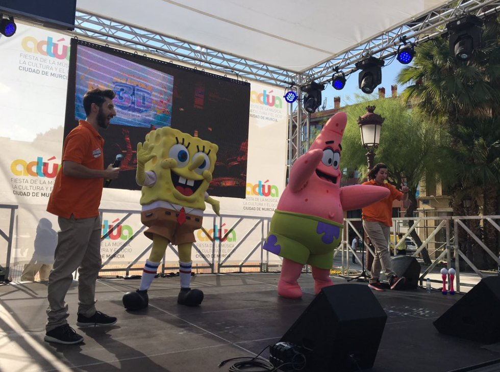 Y haciendo las delicias de los más pequeños, Bob Esponja y Patricio en el escenario de Actúa, directamente llegado de Nickelodeon Adventure Murcia.