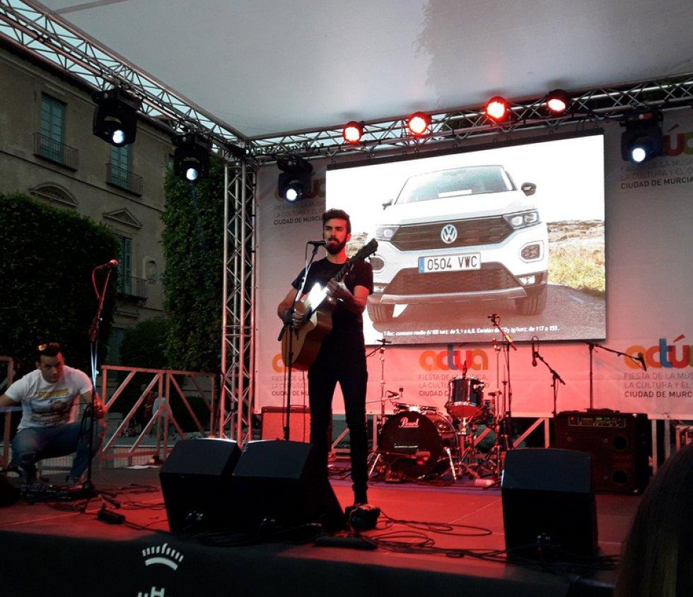 El cantautor Miguel García, sobre el escenario de Actúa.