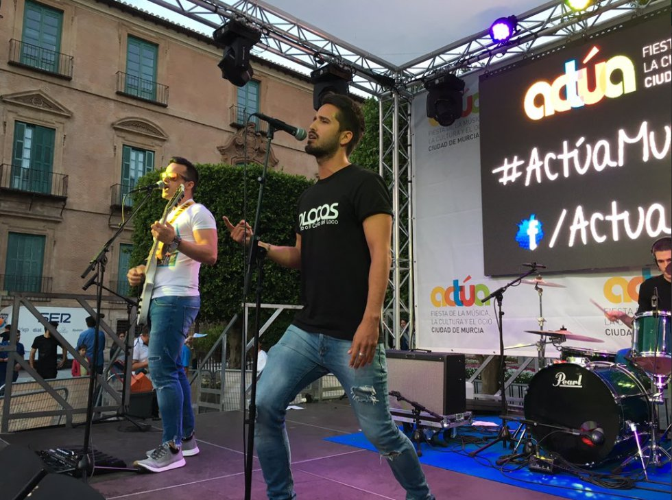 Dlocos, al más puro estilo El canto del loco, en Actúa Murcia 2018.