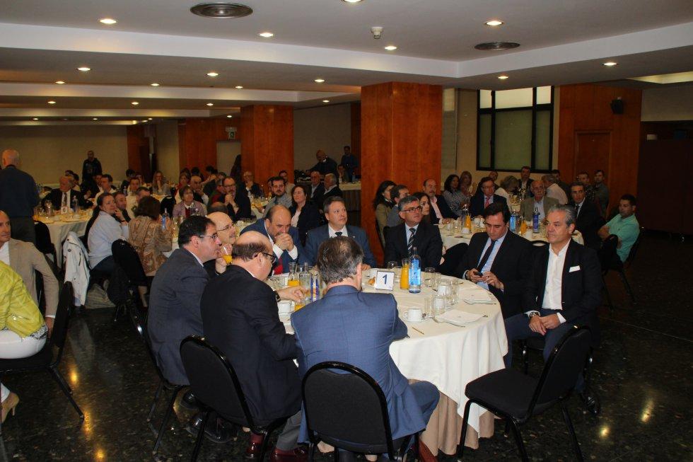 Las autoridades locales, provinciales y autonómicas han acompañado a los patrocinadores, Globalcaja e Iberdrola, y a De Quinto