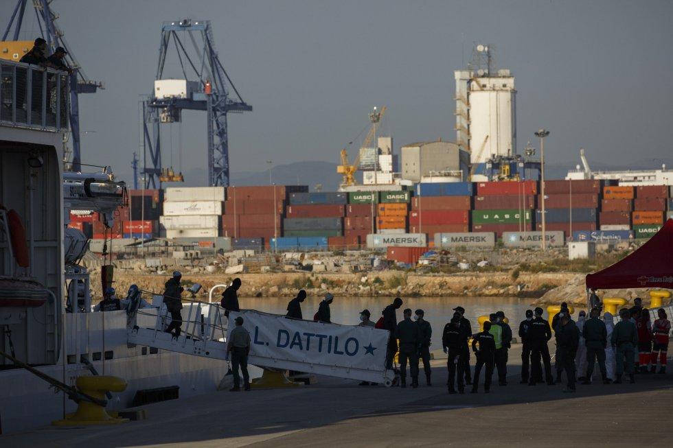 FOTOGALERÍA: Así han llegado a Valencia los 630 migrantes del Aquarius