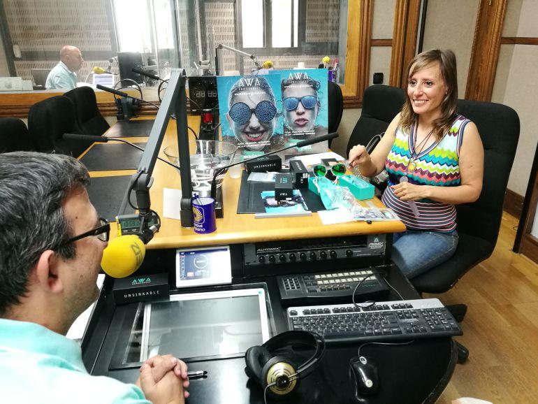 bde8588eff Esther Fernández de la empresa Proyectos Valuarte en los estudios de Radio  Segovia donde ha hablado