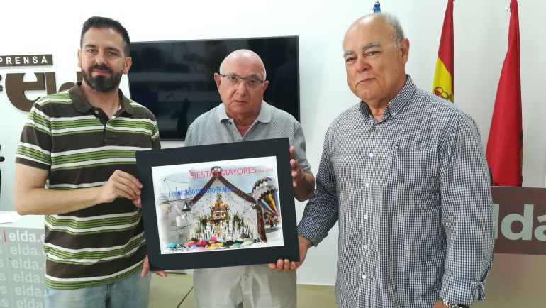 Presentación del concurso de fotografía de las Fiestas Mayores en Elda