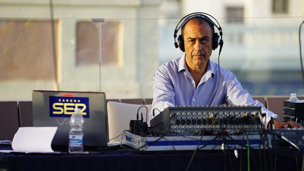 El jefe técnico de Radio Cádiz, Mario Paramio, supervisó el complejo montaje y realización técnica de la final del Doctorado Honoris Cádiz