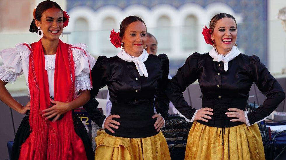 El grupo de danzas Adolfo de Castro representó de forma maravillosa el folclore gaditano en la final del Doctorado Honoris Cádiz