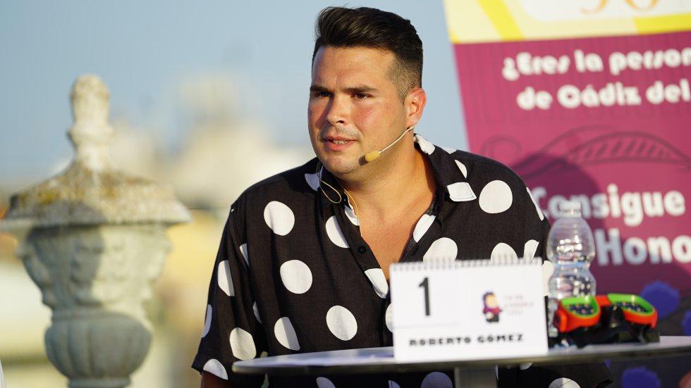 Roberto Gómez, con camisa de lunares de Jaleo Shirt, volvió a demostrar en la final del Doctorado Honoris Cádiz un gran nivel como hizo el año pasado y dejó momentos muy divertidos