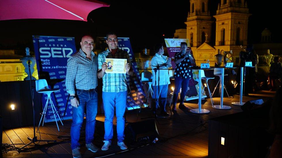 David Navarro entregó al ganador del concurso su título de doctor honoris Cádiz 2018
