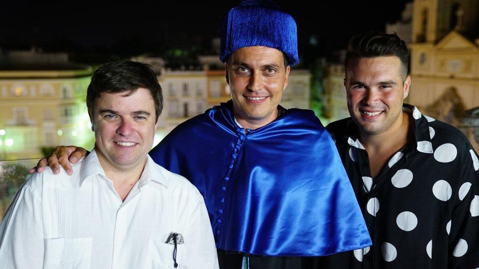 Javier Caravaca, Sergio Marín y Roberto Gómez posan sonrientes al término de la final del Doctorado Honoris Cádiz