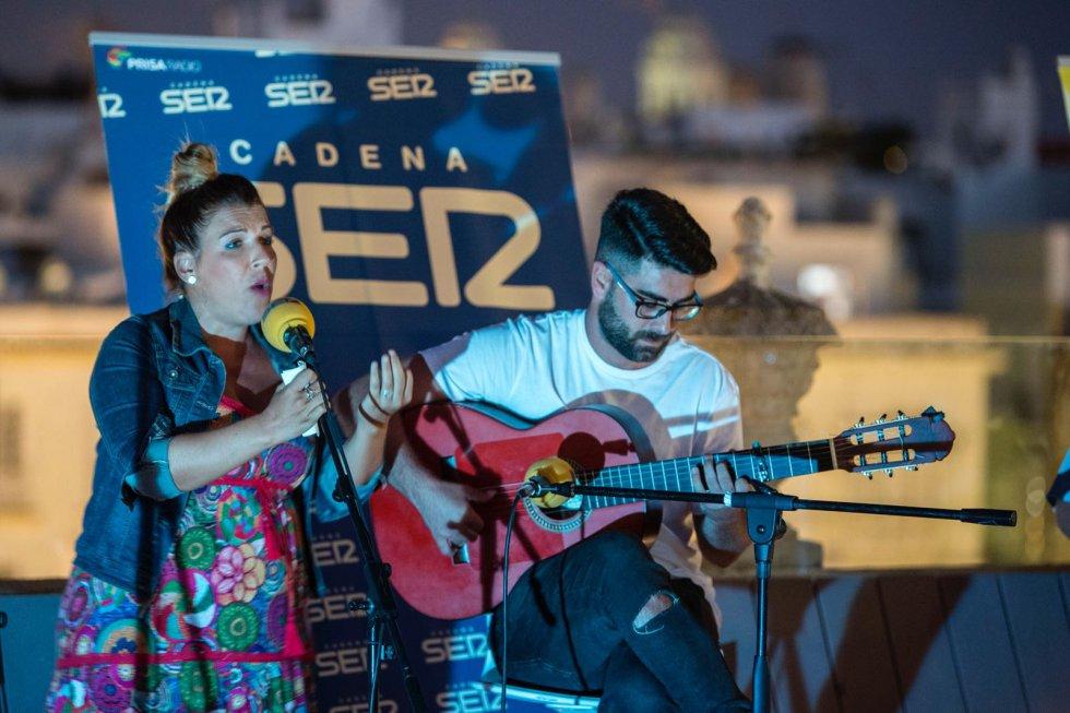 Carmen Jiménez Barea y Víctor Aguilar emocionaron al interpretar el precioso pasodoble de Los Prisioneros dedicado a la maternidad