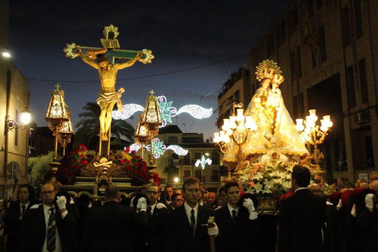 El Cristo del Buen Suceso y la Virgen de la Salud juntos en procesión