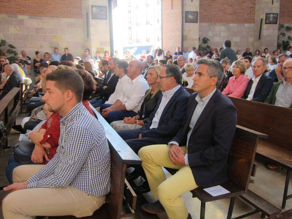 Algunas de las autoridades locales y regionales presentes en el funeral.