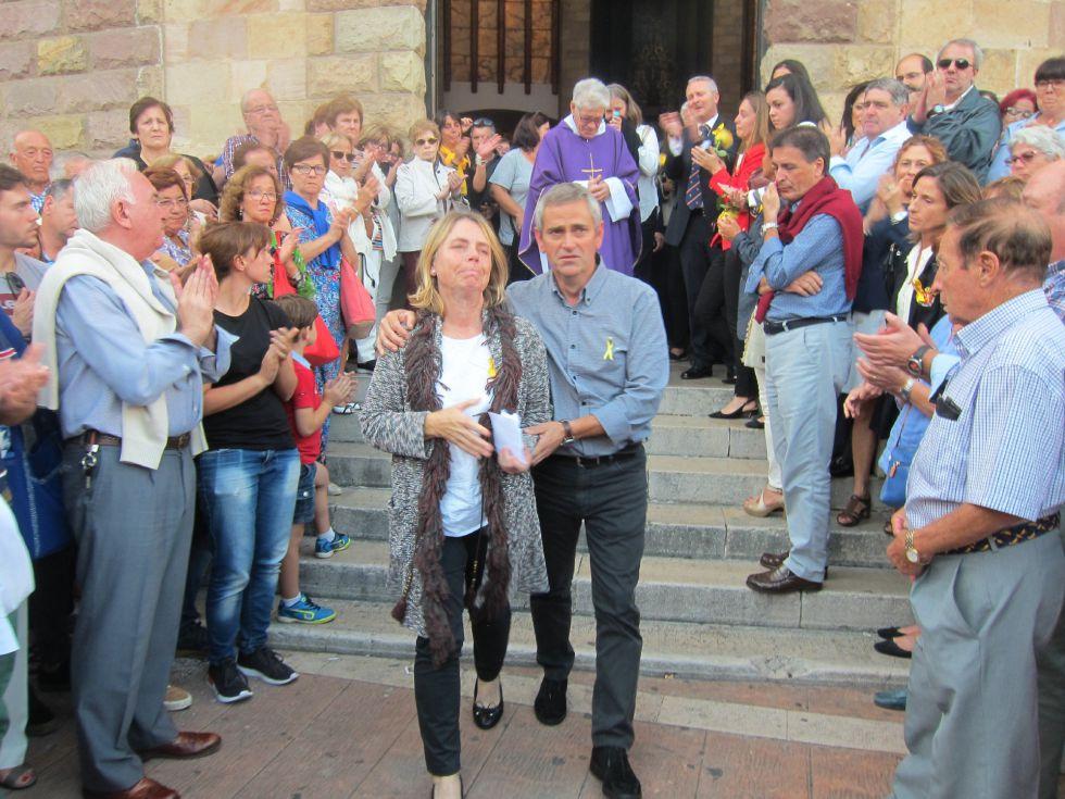 Los padres de Celia Barquín a la salida del funeral.