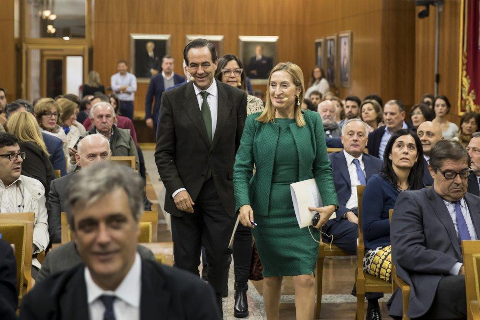 Los dos participantes en el coloquio, Ana Pastor y José Bono.