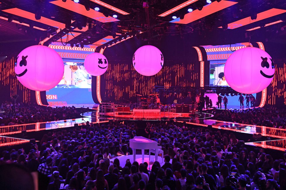 BILBAO, SPAIN - NOVEMBER 04:  Marshmello performs on stage during the MTV EMAs 2018 at Bilbao Exhibition Centre on November 4, 2018 in Bilbao, Spain.  (Photo by Ian Gavan/Getty Images for MTV)