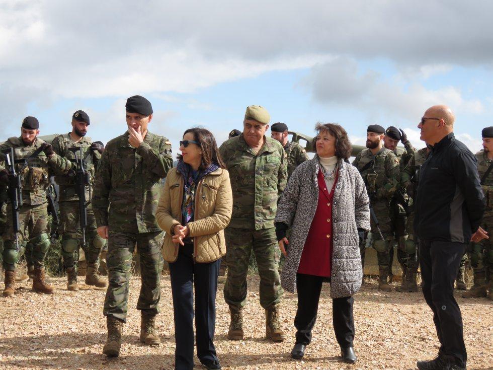 La ministra de Defensa, Margarita Robles, en el campo de tiro de Cerro Muriano