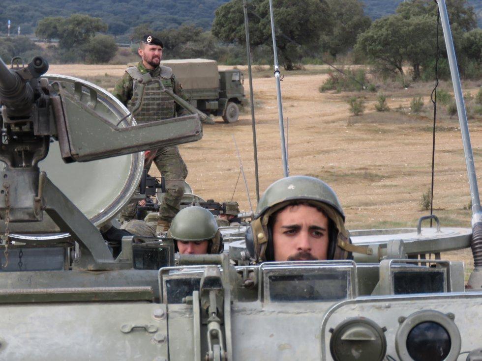 Militares de Cerro Muriano en los vehículos de transporte