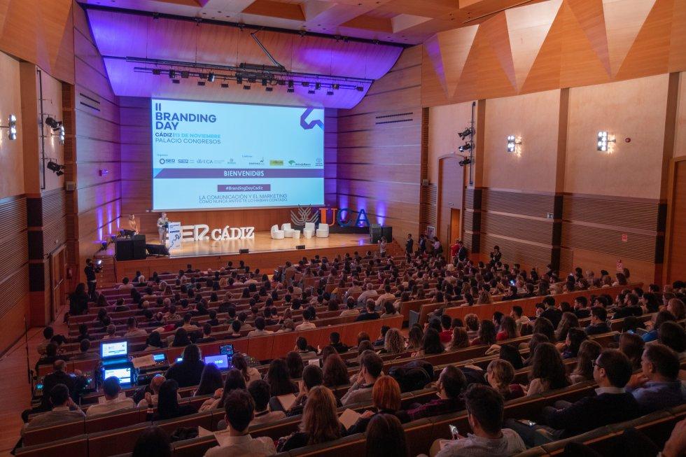 El público llenó el aforo del Palacio de Congresos de Cádiz