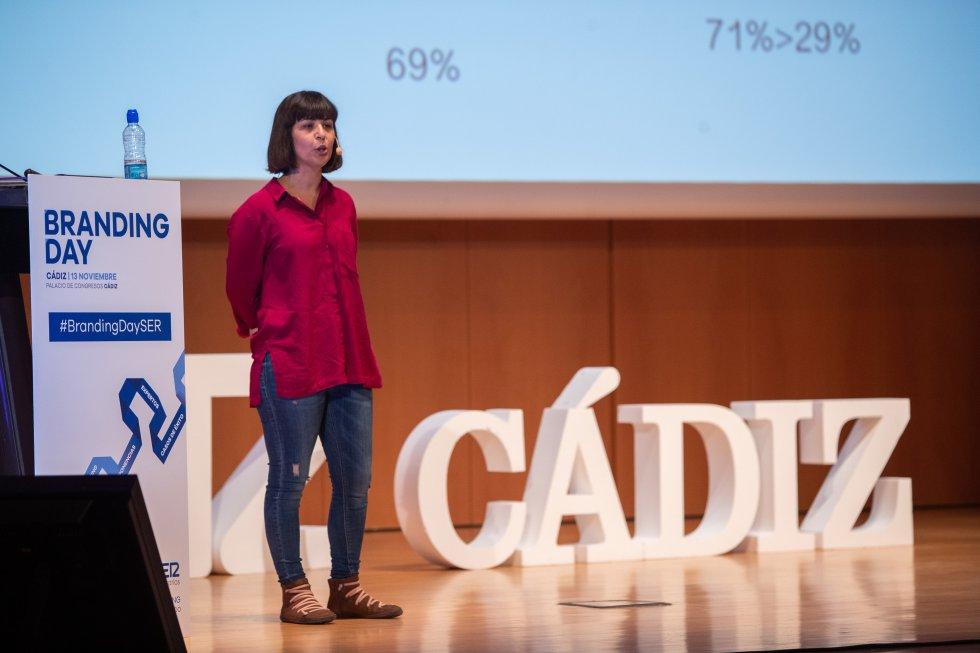 """Esther Simancas, Profesora Dpto. Marketing y Comunicación UCA, en su ponencia """"Mujer y Publicidad"""""""