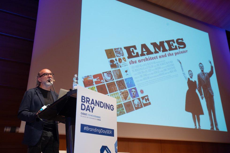 """Segarra aportó claves para """"mejorar la comunicacion y reinventar nuestra realidad"""""""