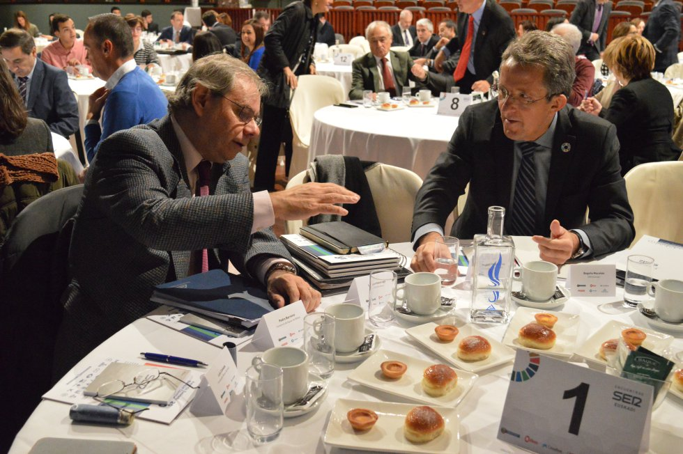 Pedro Barreiro, Director General del Consorcio de Aguas de Bilbao y Ángel Pes, Presidente de la Red Española del Pacto Mundial de CaixaBank