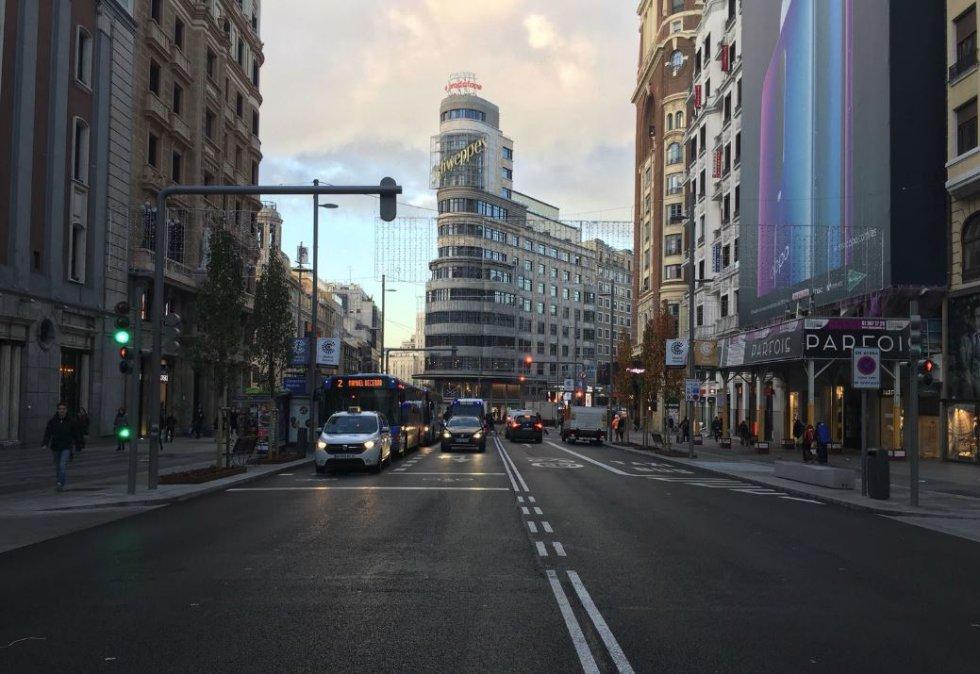 La Gran Vía, a la altura de la sede de la Cadena SER, en este primer día de Madrid Central.