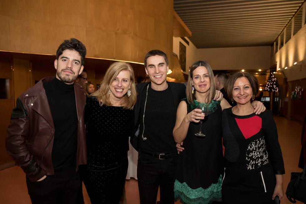 Las periodistas de la SER, Aida Pena, Ainhoa Apestegui e Isabel Bravo junto a Roi Méndez y Carlos Ares.