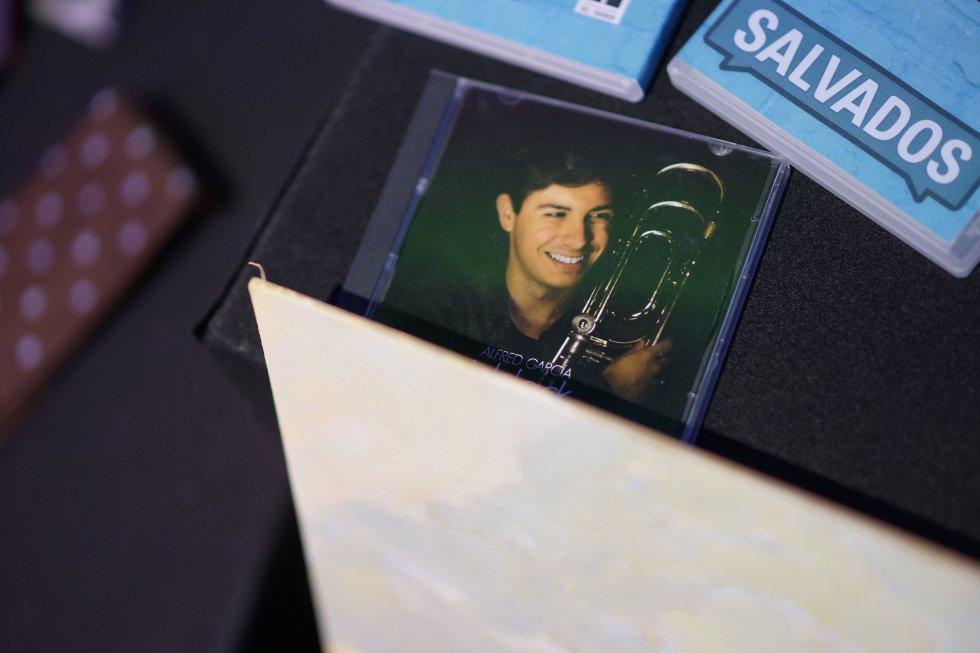 """L'última còpia del disc """"inblack"""" autoeditat pel cantant Alfred García i que es va adjudicar per 1.800 euros"""