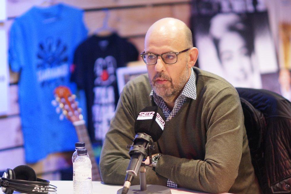 El periodista Jordi Basté també va visitar l'estudi per participar a la ràdio-marató en directe