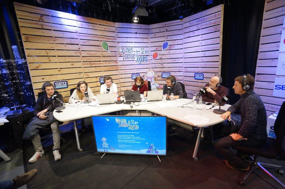 Una taula de luxe amb Sique Rodríguez, Carla Turró, Adrià Attardi, Rosa Badia, Queco Novell, Óscar Moré i Bruno Sokolowicz