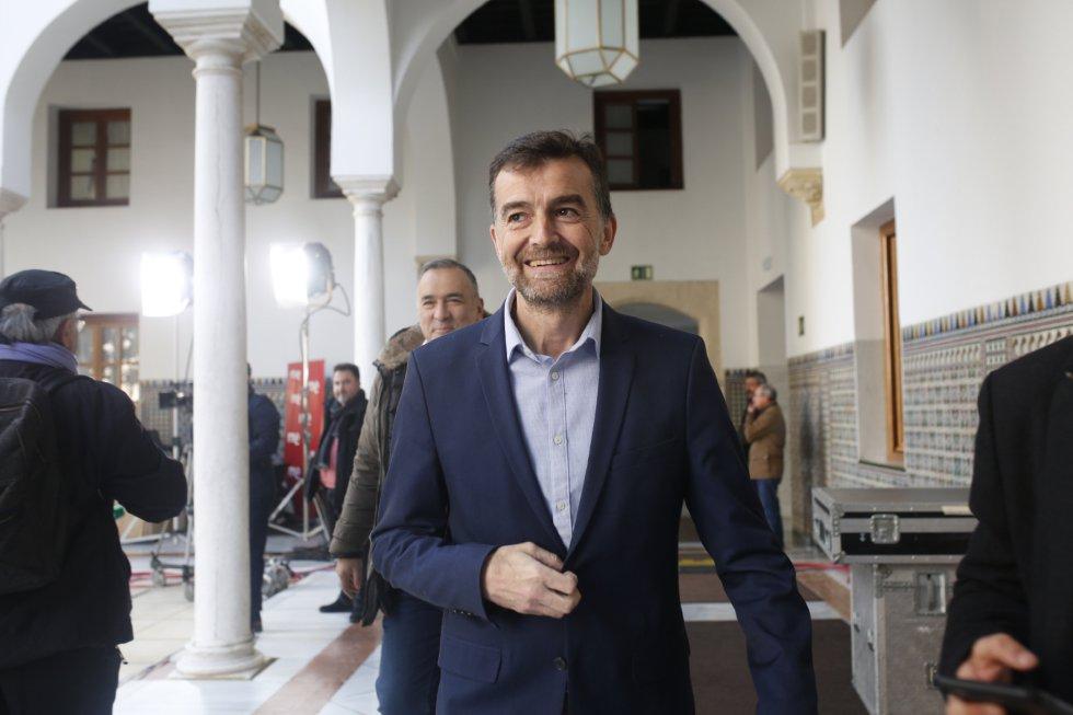 Llegada del coordinador general de IULV-CA, Antonio Maíllo