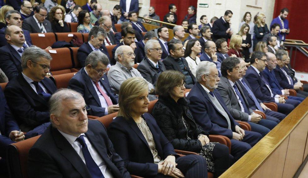 Vista del Parlamento de Andalucía mientras el líder del PP-A, Juan Manuel Moreno, está ofreciendo su discurso de investidura