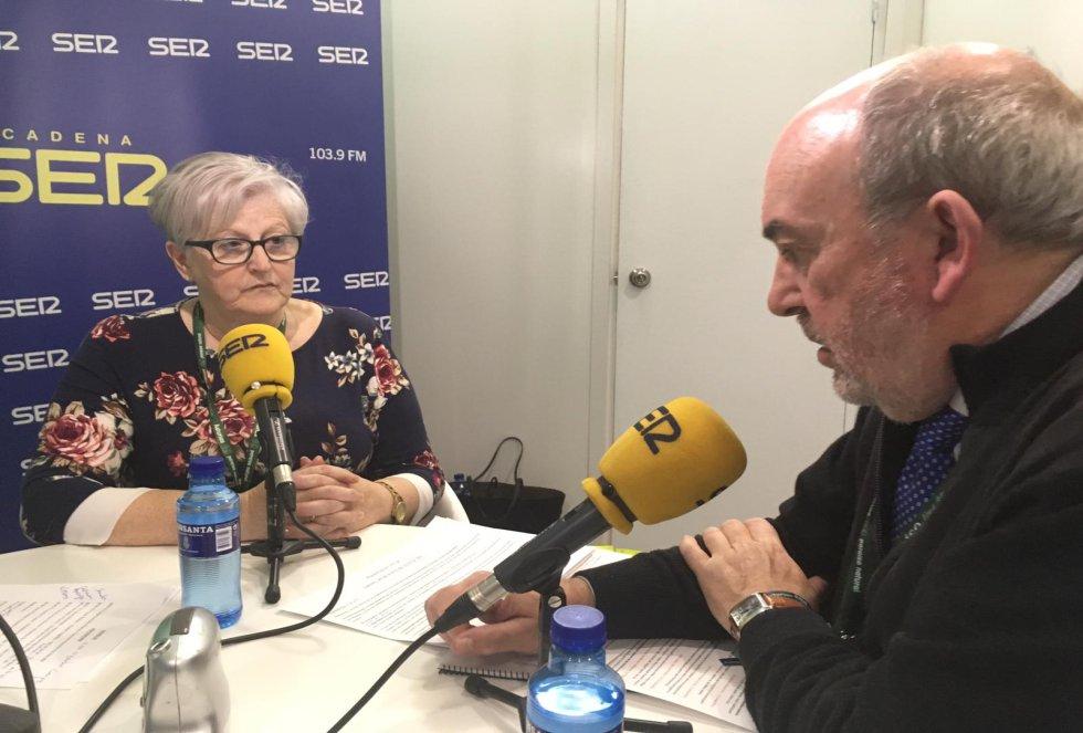 El alcalde de Soto del Barco, Jaime Menéndez y la alcaldesa de Muros del Nalón, Carmen Arango conversan en el especial de la Cadena SER