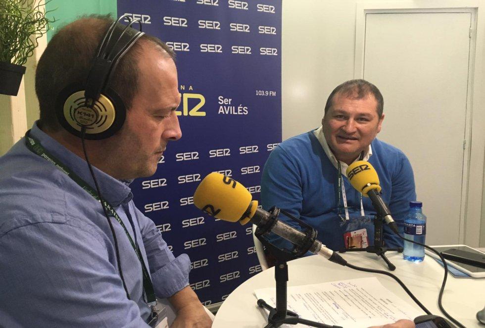 El regidor de Vegadeo, César Álvarez, durante la entrevista con Nacho Poncela