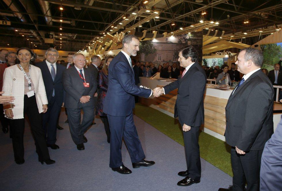 El presidente del Principado, Javier Fernández, saluda a Felipe VI