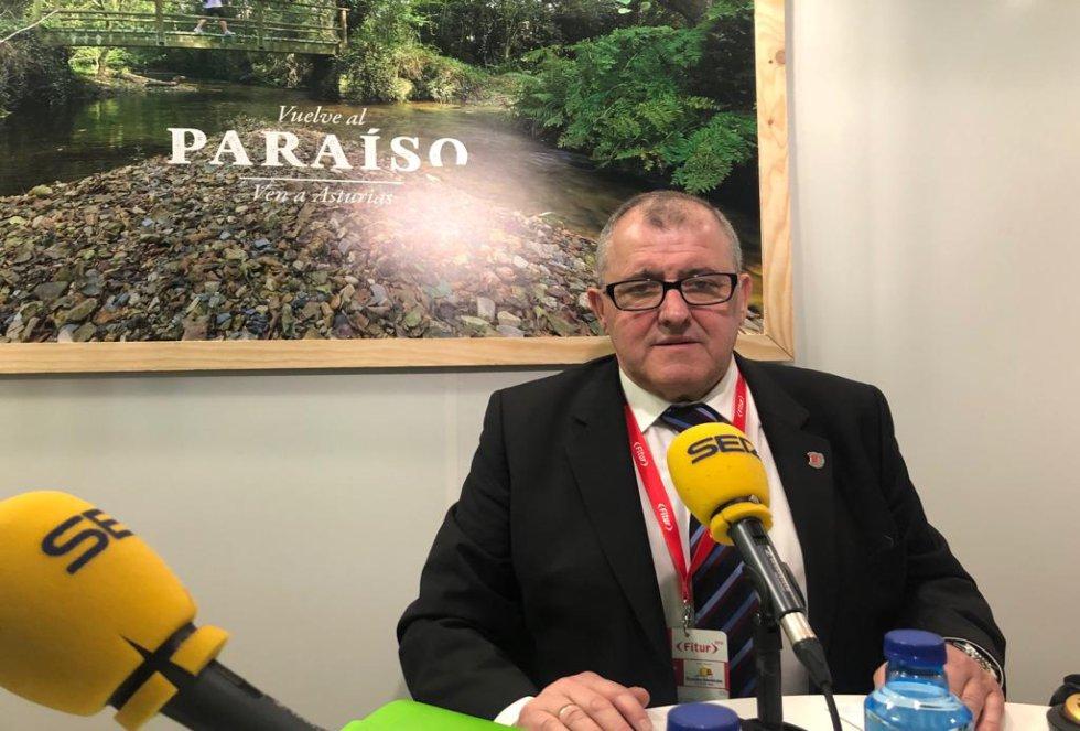 El regidor de Valdés, Simón Guardado también se ha pasado por el stand de SER Gijón y SER Avilés