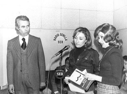 María Carrillo junto a una jovencísima María Esperanza Sánchez