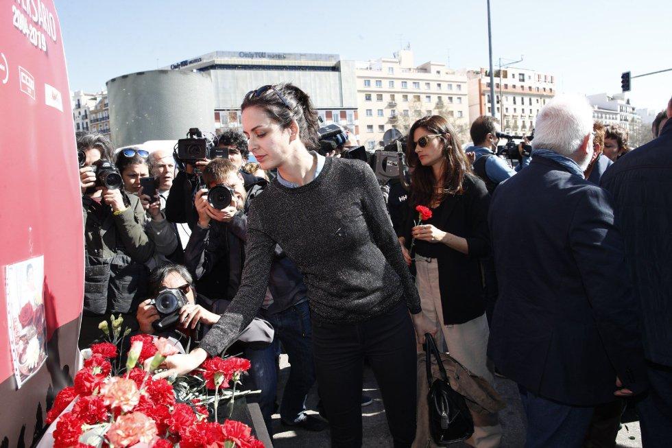 La portavoz del ayuntamiento de Madrid, Rita Maestre, durante la ofrenda floral en el acto 'In Memorian' en recuerdo a las víctimas en la estación de Atocha de Madrid.